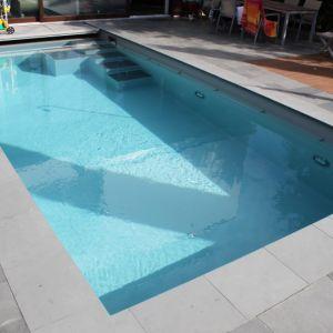 Renovierung betonbecken mit hellgrauer folie in dreieich for Poolsanierung mit folie